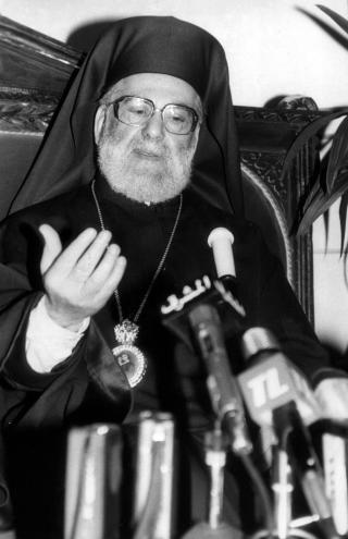 البطريرك هزيم يتحدث الى الصحافيين في مطرانية بيروت 27-03-1992